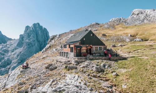 Refugio de Montaña Diego Mella / Collado Jermoso