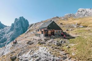 Refugio de Montaña Diego Mella / Collado Jermoso1