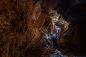Cuevas de LLamazares1