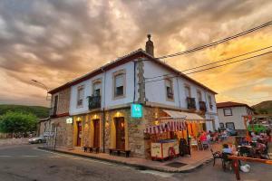 El Cruce Café Bar0